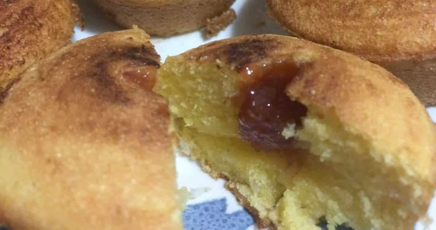 Cupcake de Fubá com Coco e Goiabada Sem Glúten Sem Lactose